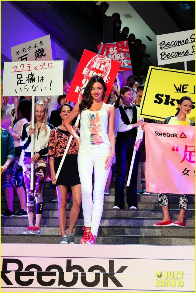 Миранда Керр на параде в Токио