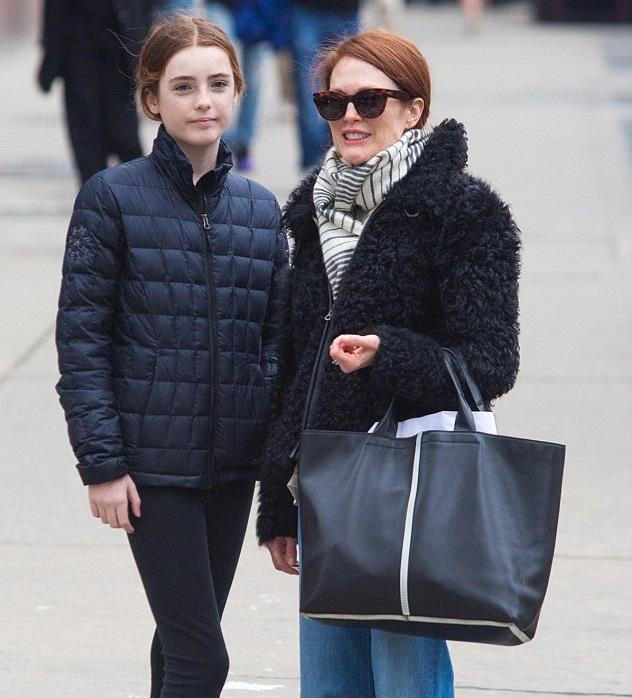 Джулианна Мур с дочкой