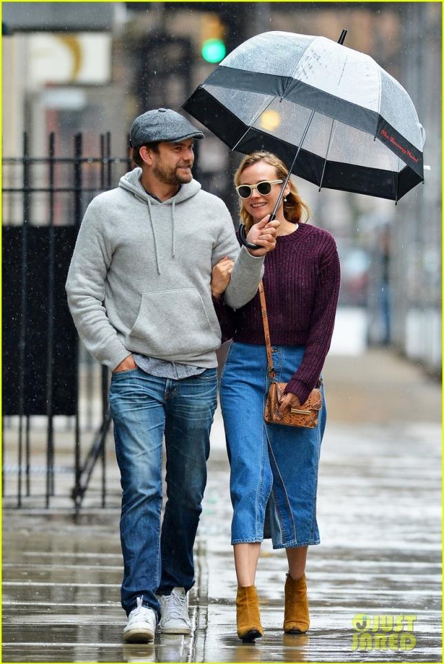 Диана Крюгер и Джошуа Джексон гуляют под дождём