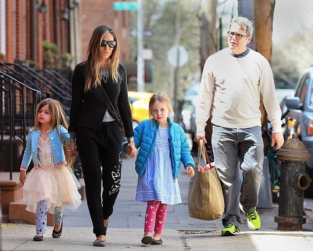 Сара Джессика Паркер с дочками и мужем Мэтью Бродериком