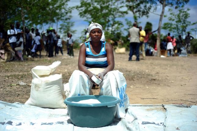 Продавщица соли в Пор-де-Пе, Гаити