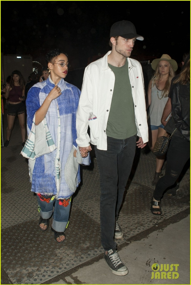 robert-pattinson-fka-twigs-hang-with-katy-perry-at-coachella-03