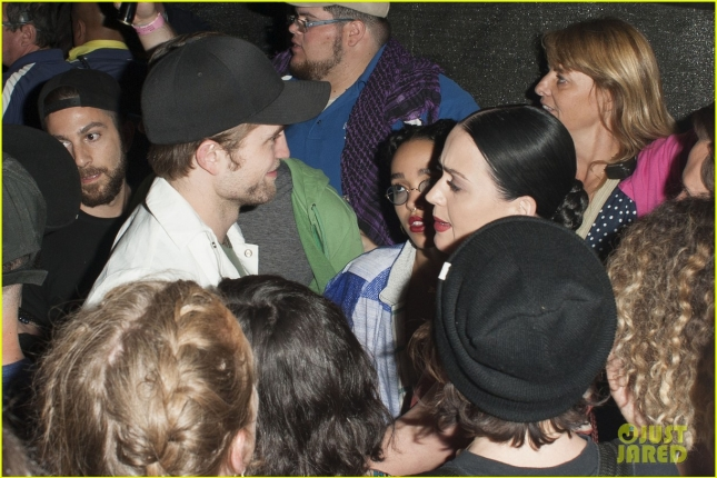 robert-pattinson-fka-twigs-hang-with-katy-perry-at-coachella-04