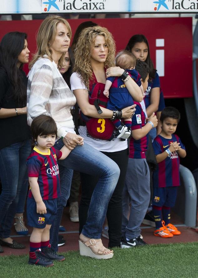 Шакира с сыновьями