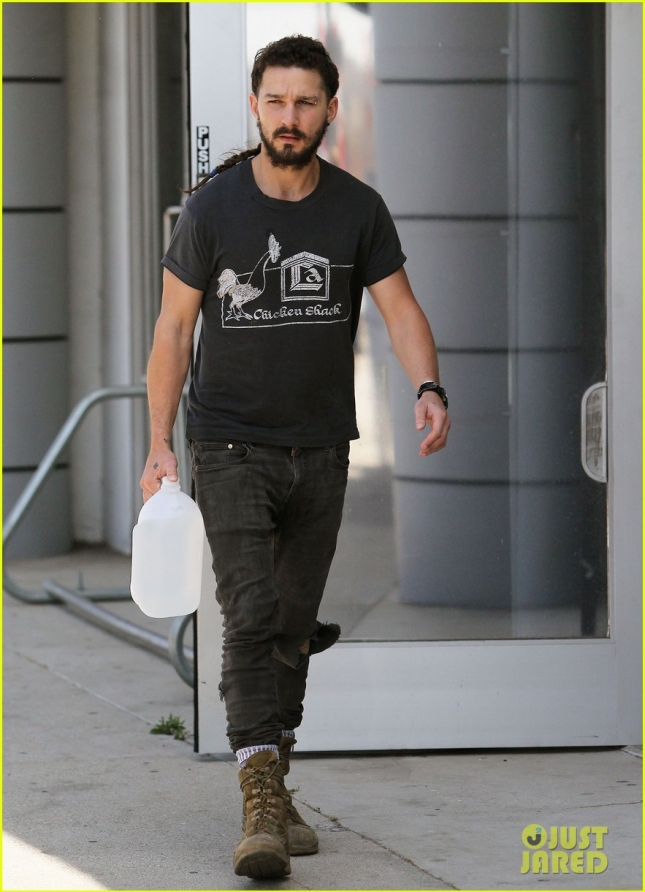 shia-labeoufs-rattail-longer-than-ever-01