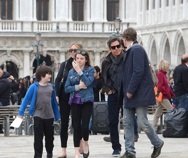 Бен Стиллер с женой Кристин Тейлор и детьми