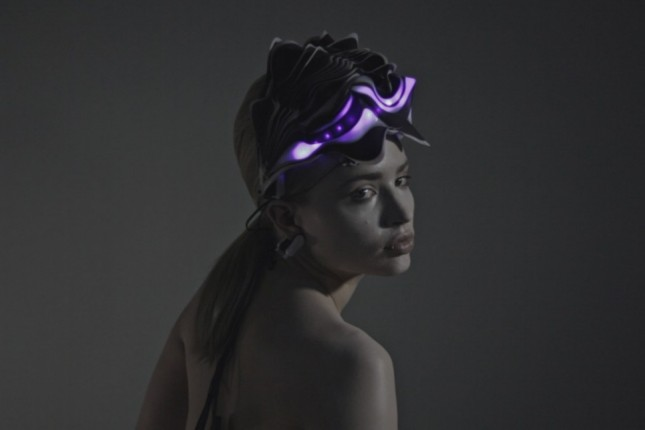 Synapse: A 3D Printed helmet which moves and illuminate according to brain activity. 2015.