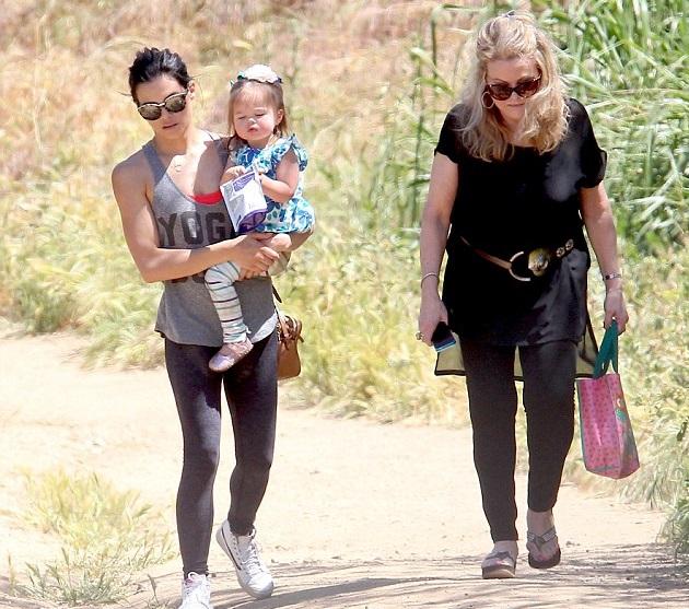 Дженна Деван-Татум с дочкой и мамой