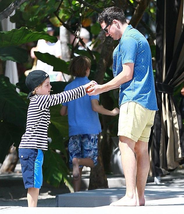 Дэвид Гарднер с сыном