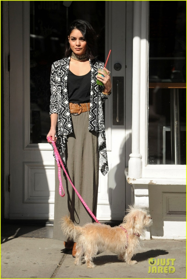 vanessa-hudgens-supports-ashley-tisdale-show-clipped-02