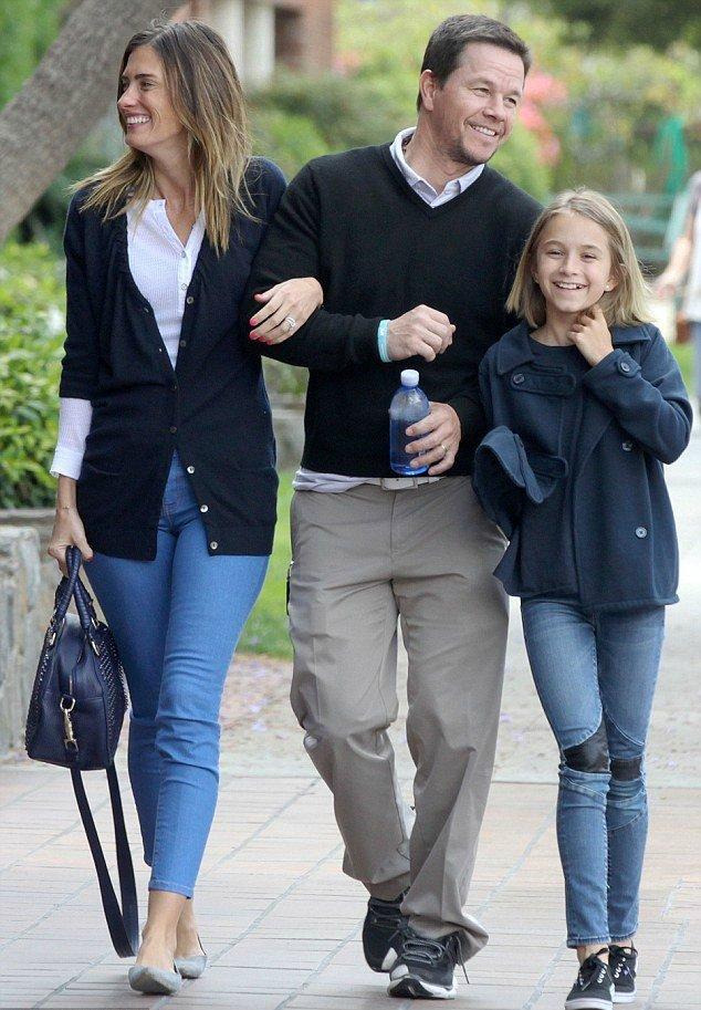 Марк Уолберг с семьей