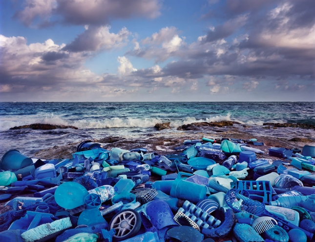 washed-up-trash-installations-alejandro-duran-8__880