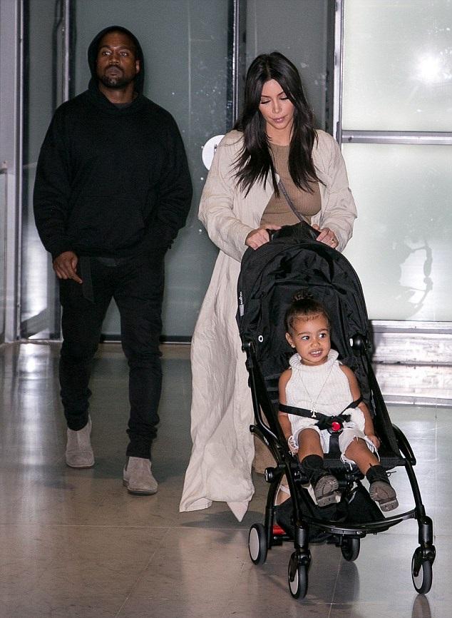 Ким Кардашян и Канье Вест с дочкой