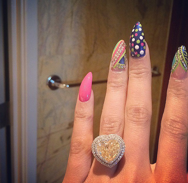 While-Nicki-manicure-superfun-we-cant-stop-staring-her