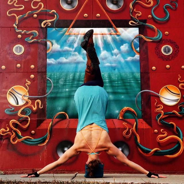 yoga-poses-street-art-graffiti-soren-buchanan-49
