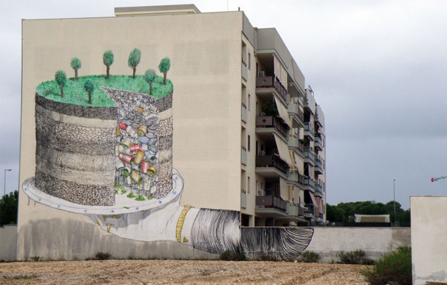 Земля кусочек мусора