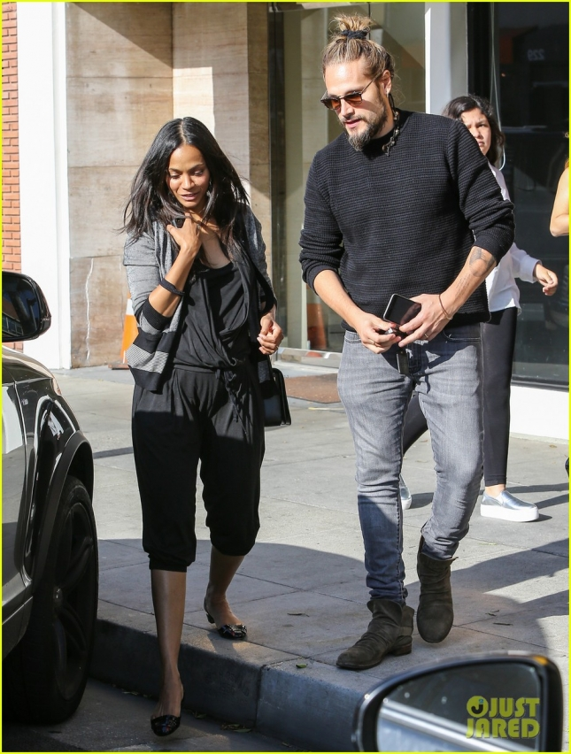 zoe-saldana-reveals-who-changes-diapers-05