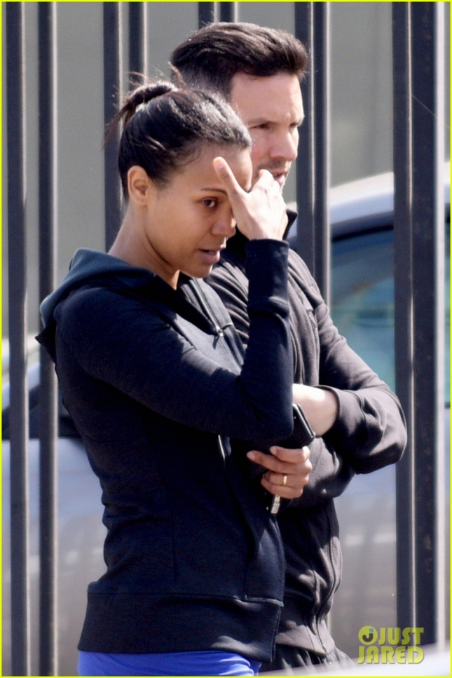 *EXCLUSIVE* Zoe Saldana keeps her head covered leaving the gym **USA ONLY**