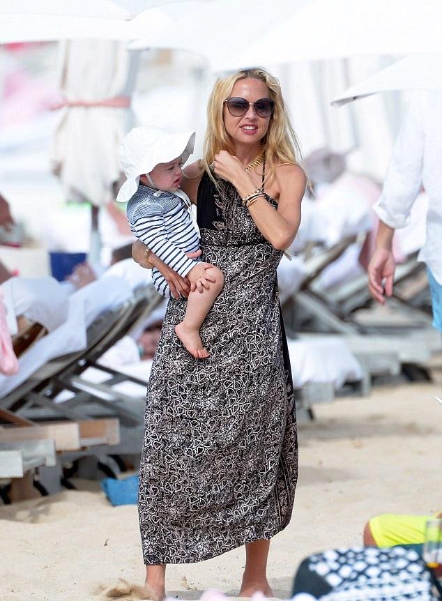 Рэйчел Зое с сыном