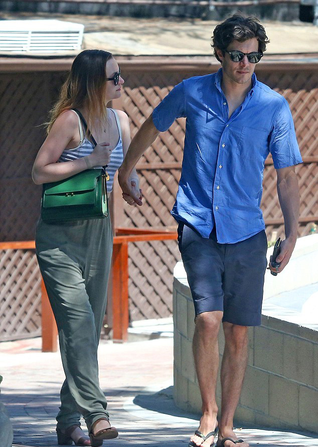 Лейтон Мистер и Адам Броди на прогулке в августе 2014