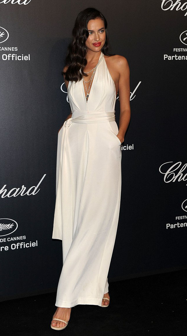 28D75C0300000578-3086948-Old_Hollywood_style_Irina_Shayk_looked_stunning_as_she_arrived_f-m-2_1432054398056