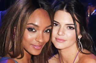 28F3B93900000578-3091614-Flawless_Kendall_and_Jourdan_s_skin_looked_glowing-a-21_1432282079235