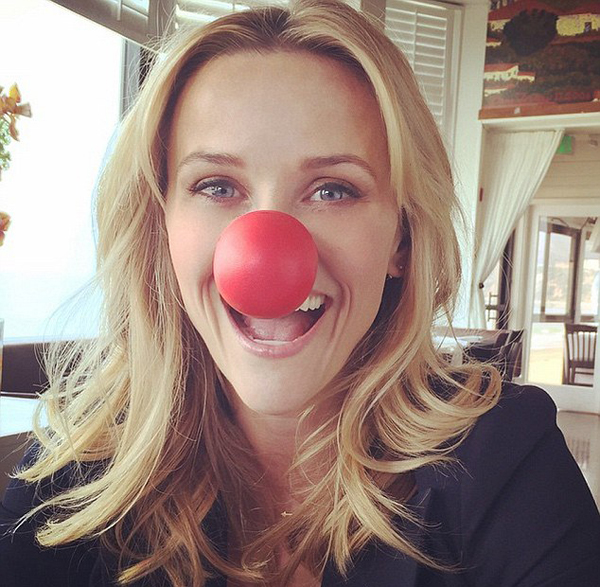 28F42E7900000578-3091935-_How_do_y_all_like_my_nose_Reese_Witherspoon_flashed_a_silly_smi-a-37_1432256354800