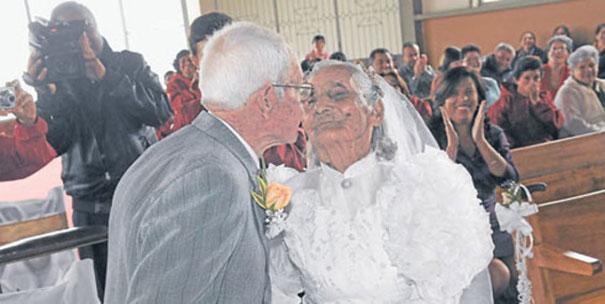 Пожилые люди познакомились в их 75 лет. 15 лет им потребовалось, чтобы принять решение о браке