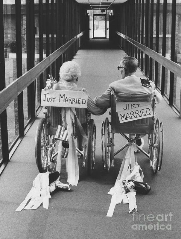 Молодожены-инвалиды. Невесте 86, жениху 94