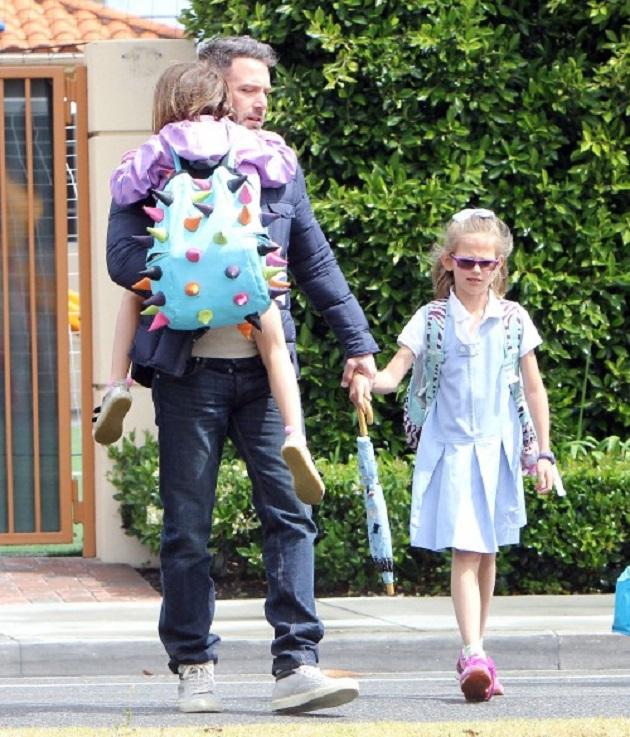Бен Аффлек с дочками