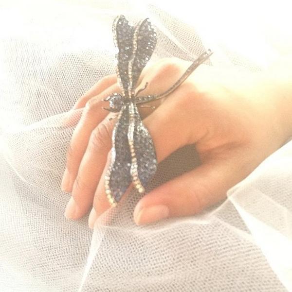 кольцо-стрекоза Алишии Кис