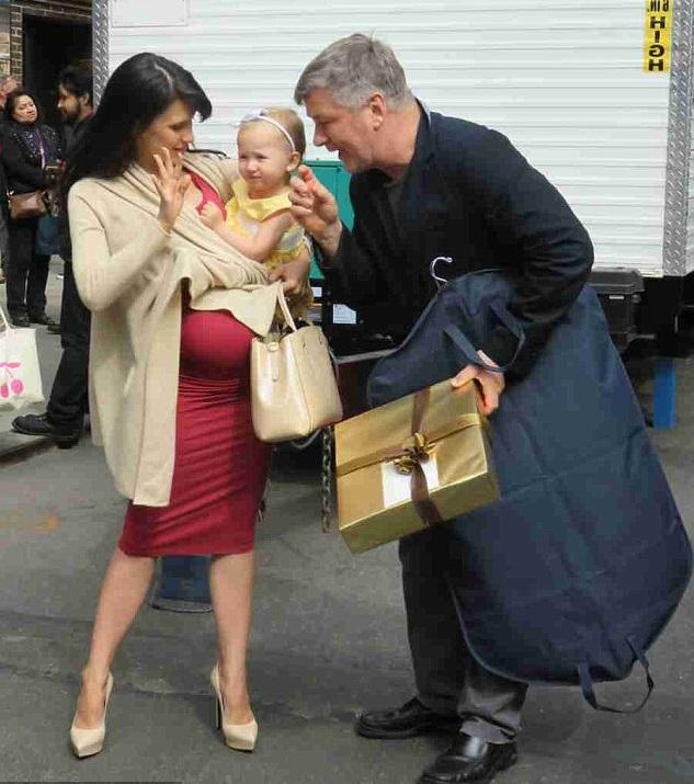 Алек и Хилари Болдуин с малышкой Кармен