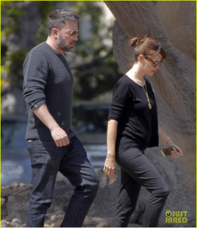 ben-affleck-jennifer-garner-step-out-amid-divorce-rumors-09