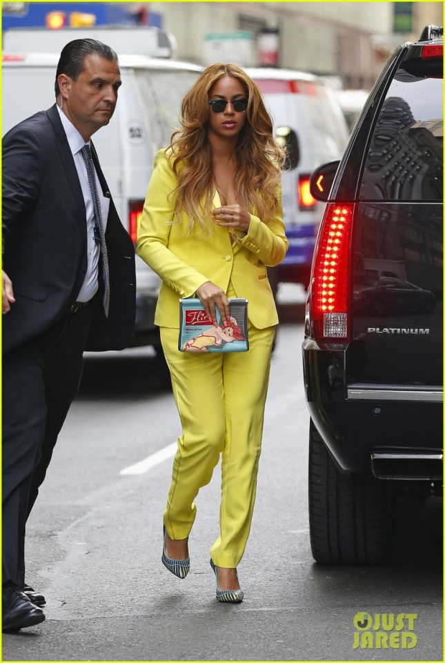 Beyonce suffers a wardrobe malfunction, showing her yellow bra in New York City
