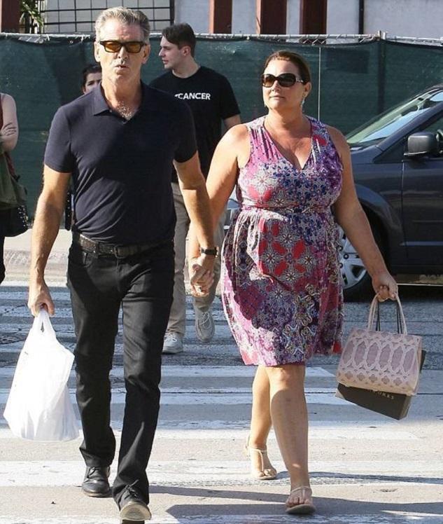 Пирс Броснан и его супруга Кили Шэй Смит были замечены в районе Западного Голливуда