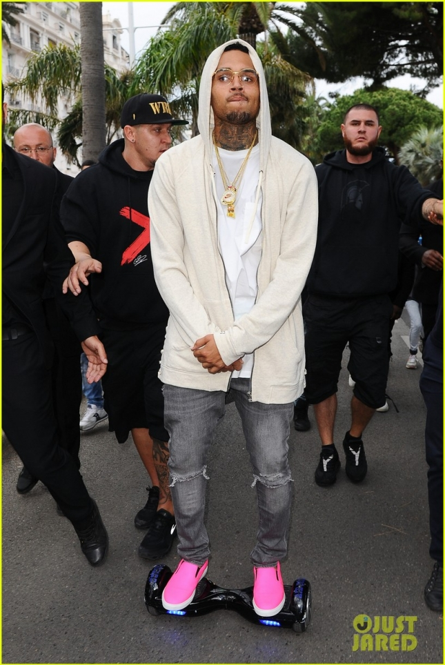 chris-brown-rides-his-hovertrax-around-cannes-01