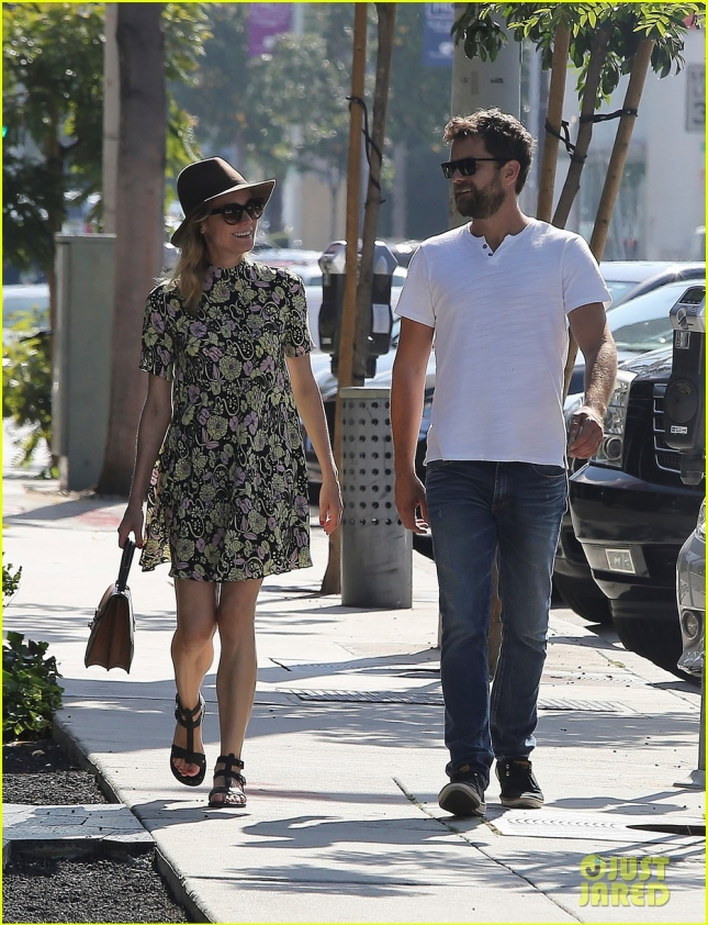 Диана Крюгер и Джошуа Джексон гуляют по Западному Голливуду