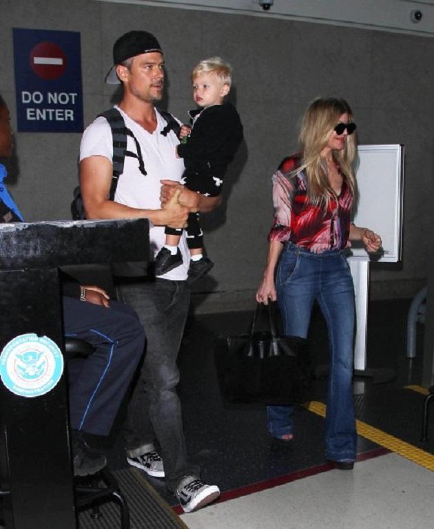 4 мая звездное семейство уже прилетело в Лос-Анджелес