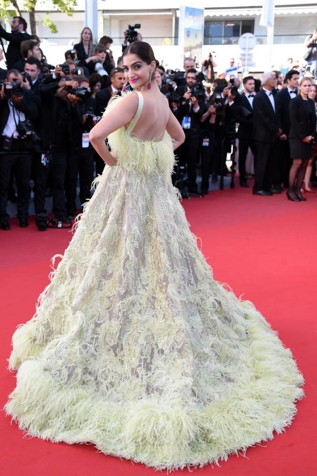 et-une-robe-hommage-a-celle-de-rihanna