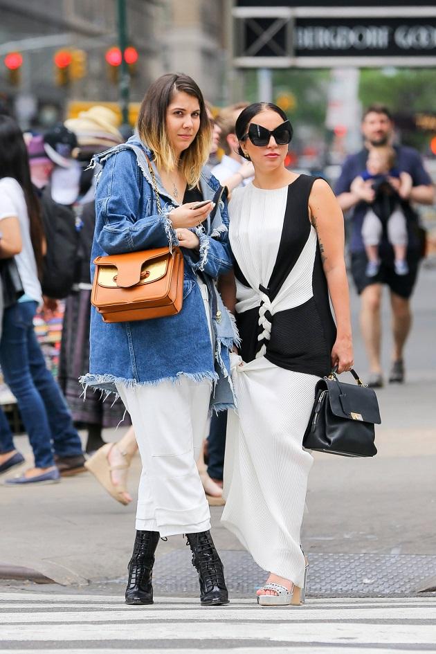 Леди Гага со своей младшей сестрой