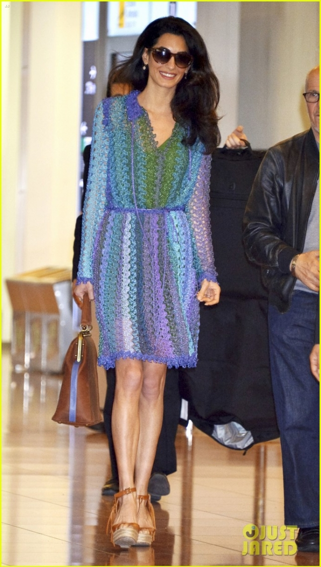 george-amal-clooney-hold-hands-upon-arrival-in-japan-05