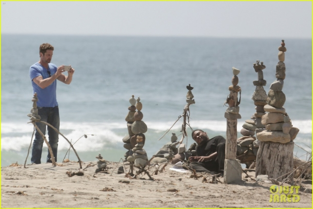 gerard-butler-meditates-on-malibu-beach-23