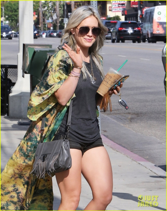hilary-duff-falling-in-love-on-tinder-story-of-year-04