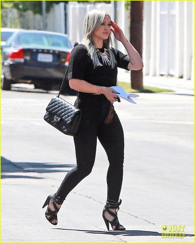 hilary-duff-is-reportedly-filming-a-tinder-dating-reality-show-21