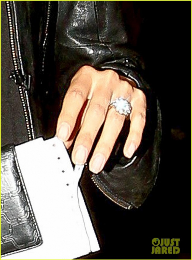 Обручальное кольцо Никки Рид