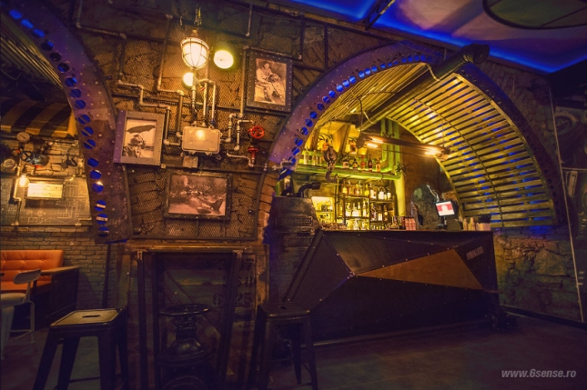 Industrial-steampunk-Submarine-themed-pub3__880
