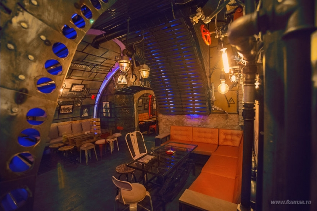 Industrial-steampunk-Submarine-themed-pub4__880
