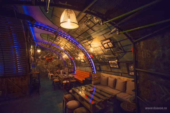 Industrial-steampunk-Submarine-themed-pub5__880