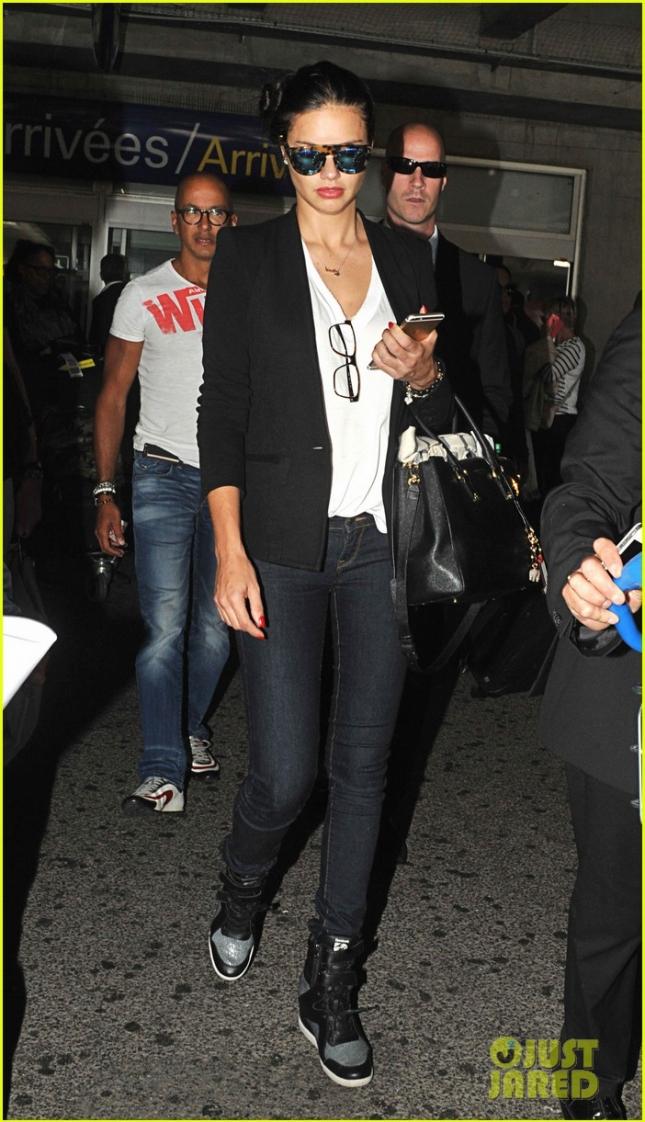 Адриана Лима в аэропорту Ниццы