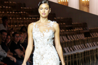irina-shayk-walks-in-bridal-runway-spain-05